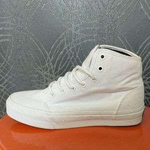 CLOSET CLEAR OUT: white high top VANS. M6, W7.5